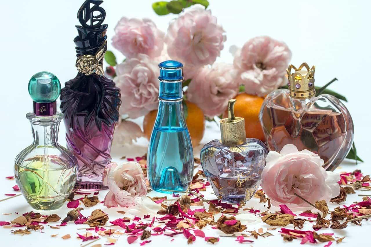 Jak zrobić własne naturalne perfumy domowym sposobem